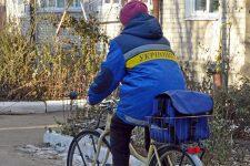 Преданы работе за 1,5 тыс грн. Как за мизерную зарплату работают украинские почтальоны