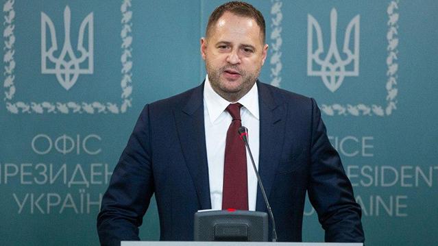 Єрмак пропонує заборонити роботу снайперів на Донбасі