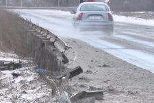 Зрізали відбійник замість ремонту: коли полагодять дорогу Миколаїв-Херсон