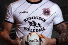 Ірландський клуб розмістив на формі напис: Біженці, ласкаво просимо