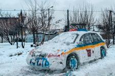 В Днепре слепили патрульную машину из снега и вызвали полицию