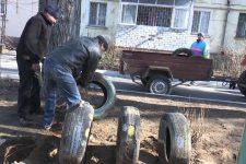 Естетичні матеріали замість старих шин: як у Миколаєві упорядковують дитмайданчики