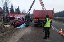 Во Львовской области автомобиль влетел в озеро – четыре человека погибли