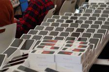 Для пасажирів ізольованого лайнера Princess Cruises передали 2 тис. IPhone
