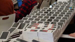 Пассажирам изолированного лайнера Princess Cruises передали 2 тыс. IPhone