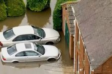 Водії кидали авто просто на дорозі: наслідки шторму Денніс у Британії