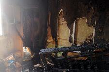 Из-за долгов: на Днепропетровщине женщина подожгла дом с родными и совершила самоубийство