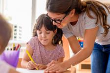Учителя получат ежемесячные доплаты – кто и сколько