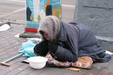 Беременные, сироты и священники: как мошенники обманывают людей в киевском метро