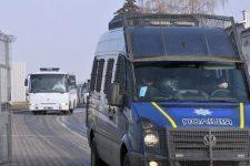 [:ua]До санаторію Нові Санжари прибули 7 автобусів з евакуйованими з Китаю[:ru]В санаторий Новые Санжары прибыли 7 автобусов с эвакуированными из Китая[:]