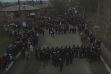 [:ua]Протести у Нових Санжарах: відео з дрона[:ru]Протесты в Новых Санжарах: видео с дрона[:]