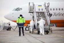 Самолет из Уханя в Борисполе: что происходит на борту – первое видео