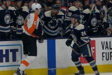 В матче НХЛ 165-сантиметровый хоккеист завалил в драке двухметрового здоровяка