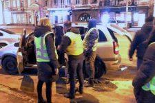Грабував і висаджував з авто: в Києві викрили псевдотаксиста