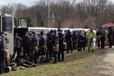 Медцентр с эвакуированными в Новых Санжарах охраняют более 400 силовиков