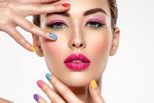 Идеи весеннего маникюра 2021 на короткие ногти