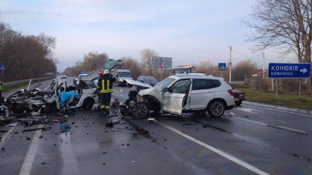 У ДТП на трасі Київ-Чоп: загинули 2 людини, одна в лікарні