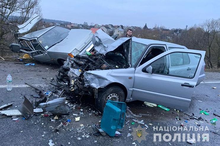 Два авто розбиті вщент: у ДТП на Тернопільщині постраждали п'ятеро людей