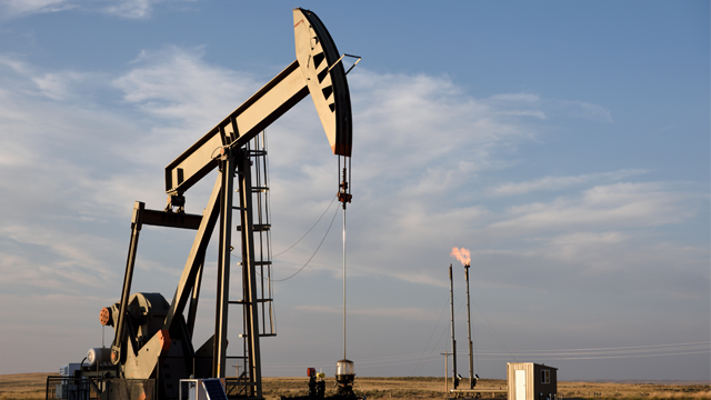 Попри блокування Суецького каналу: ціни на нафту дешевшають