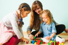 Муниципальная няня: Кабмин изменил порядок возмещения компенсации родителям
