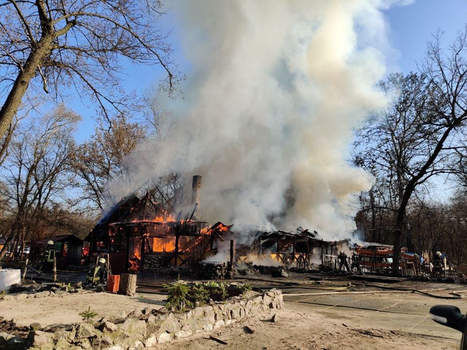 У Києві в Гідропарку згоріло кафе