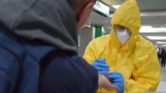 Как проводят экспресс-тест на коронавирус Covid-19 - видео