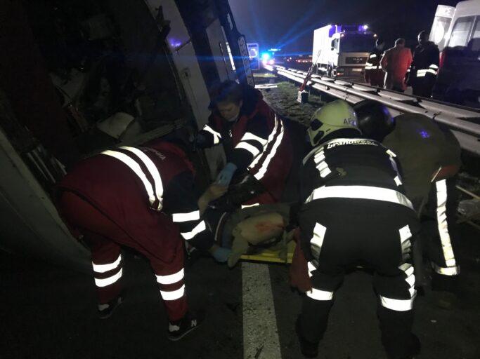 Масштабна ДТП під Києвом: зіткнулася фура і два автобуси, двоє загиблих
