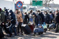 На кордоні утворились черги: українці масово повертаються на заробітки в Європу