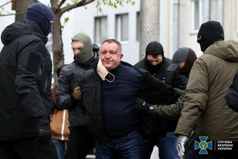 Кров на обличчі і маска: відео затримання генерала СБУ Шайтанова
