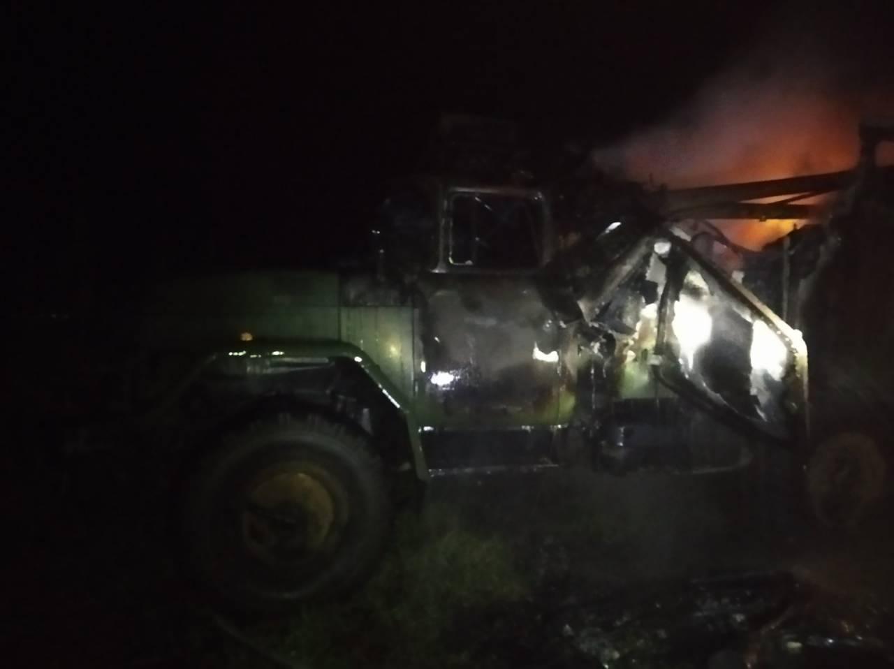У Львівській області згоріла вантажівка Міноборони, одна людина померла