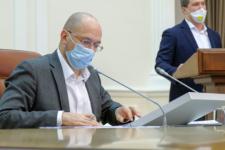 В девять раз больше минималки — сколько зарабатывает премьер-министр Украины