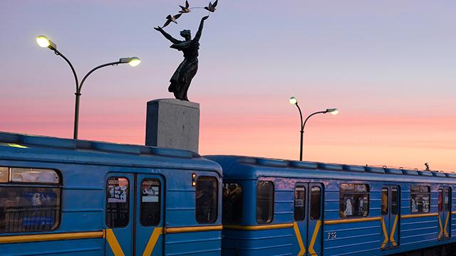 У Києві можуть обмежити вхід на кілька станцій метро через футбол