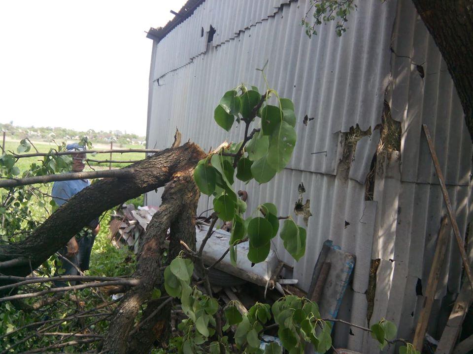 Бойовики обстріляли три житлових будинки у Красногорівці