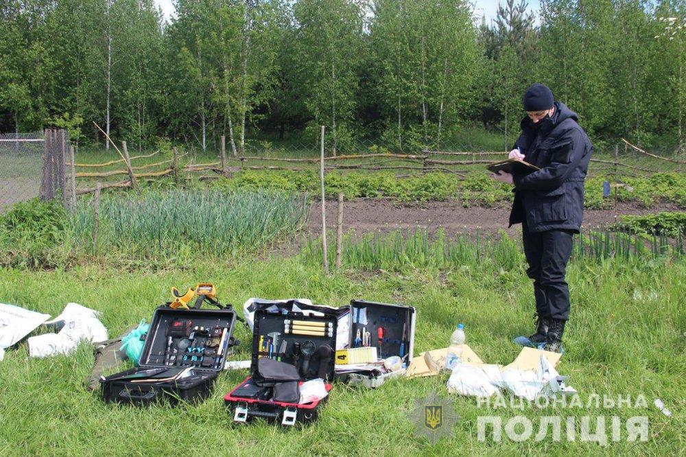 Поліція показала нові фото та відео із місця вбивства семи людей у Житомирській області