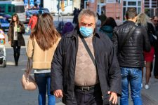 Посилений карантин та перевантажені лікарні: Covid-19 на Західній Україні