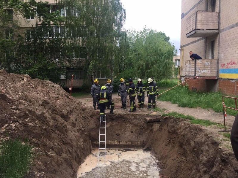У Києві в котловані з водою знайшли тіло чоловіка