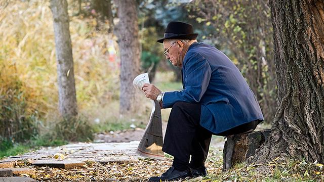 Пенсионер в Крыму в Украине в 2009 году
