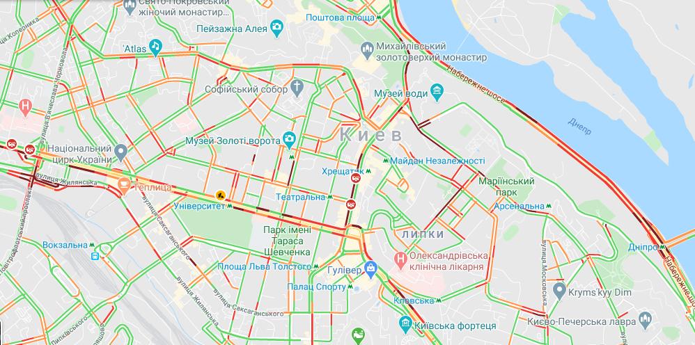 Масштабна ДТП у Києві: рух Хрещатиком перекрили, у місті 5-бальні затори