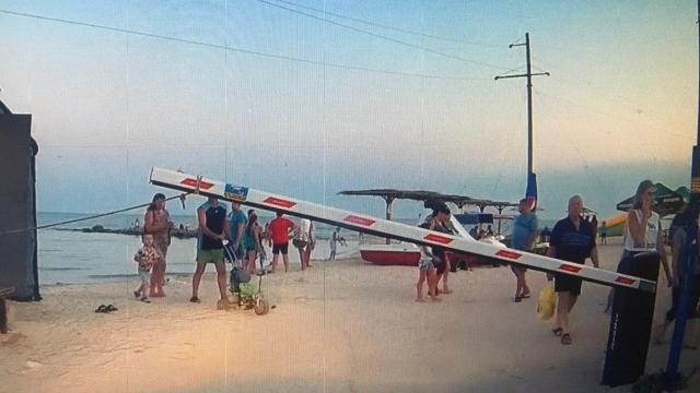 У Кирилівці зробили платним відпочинок на диких пляжах Федотової коси