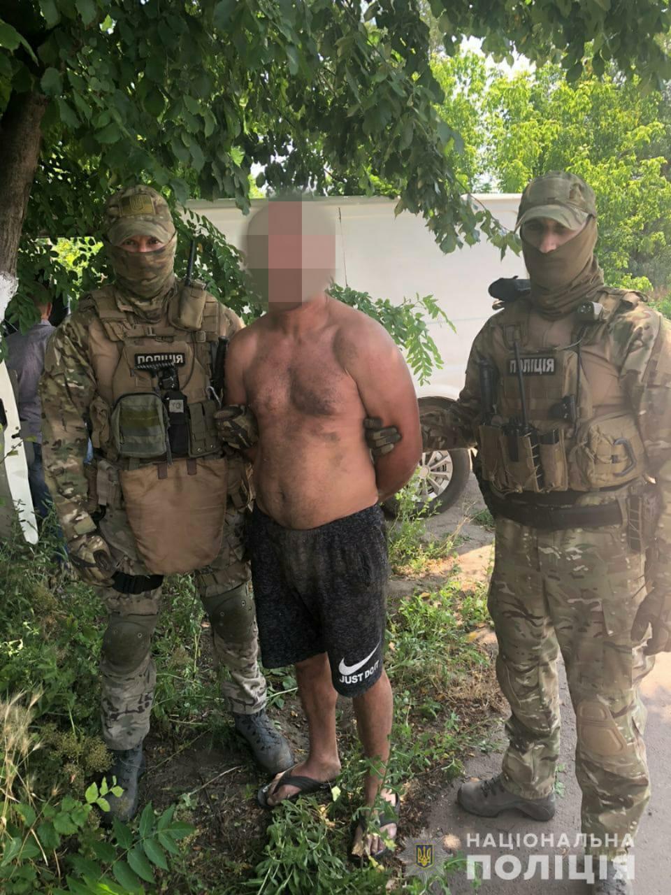 Напали з ножем і зв'язали: у Дніпропетровській області іноземці пограбували пенсіонерів