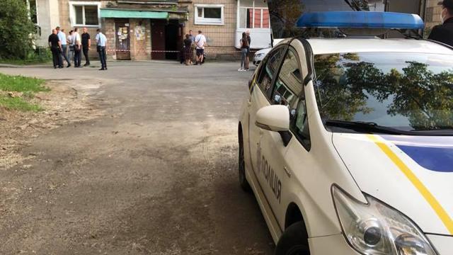В Івано-Франківську посеред вулиці стріляли в чоловіка – оголошено план Сирена