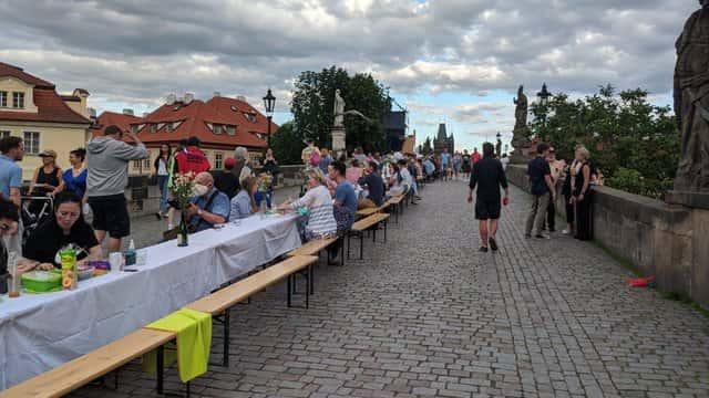 У Чехії влаштували прощальну вечірку коронавірусу