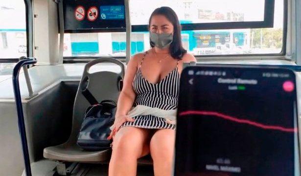 Порнозвезда сняла видео в автобусе без маски