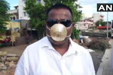 Бізнесмен придбав за $4 тис. золоту маску, яка має захистити його від Covid-19