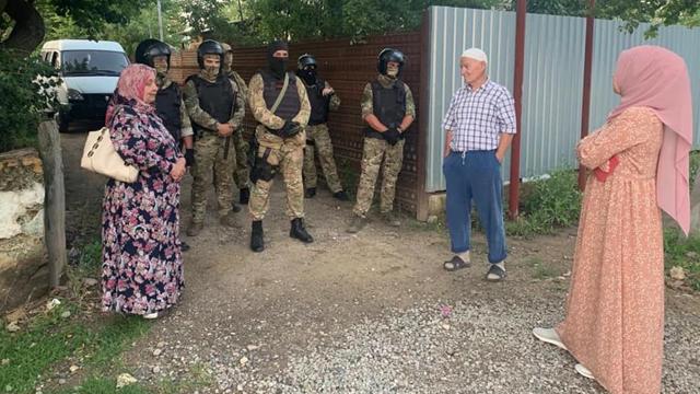 Обшуки у Криму: татар хочуть видати за терористів