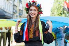 Прірва в 12 мов: чому в Україні цураються української і переходять на російську