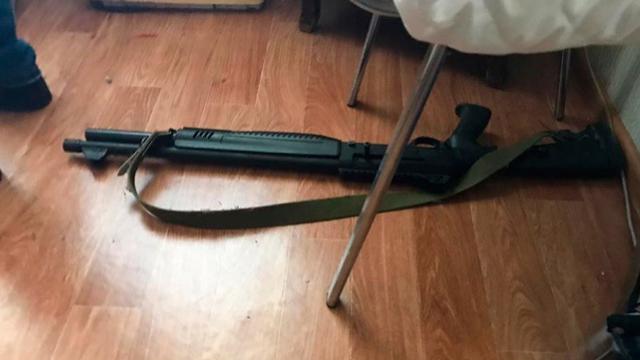 Розбирав пістолет: поліція назвала ймовірну причину поранення активіста у Миколаєві