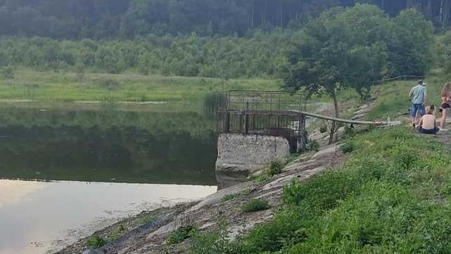 Двоє підлітків втопилося на ставку у Тернопільській області