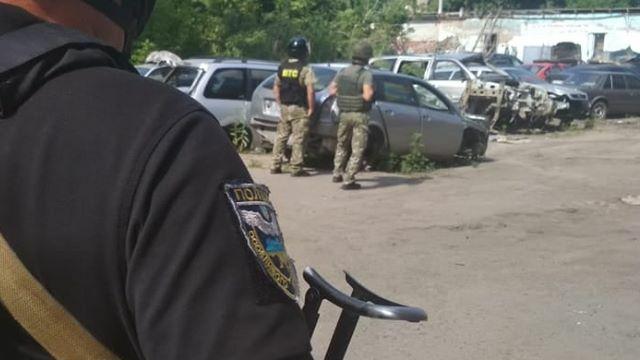 У Полтаві чоловік погрожує підірвати поліцейських гранатою