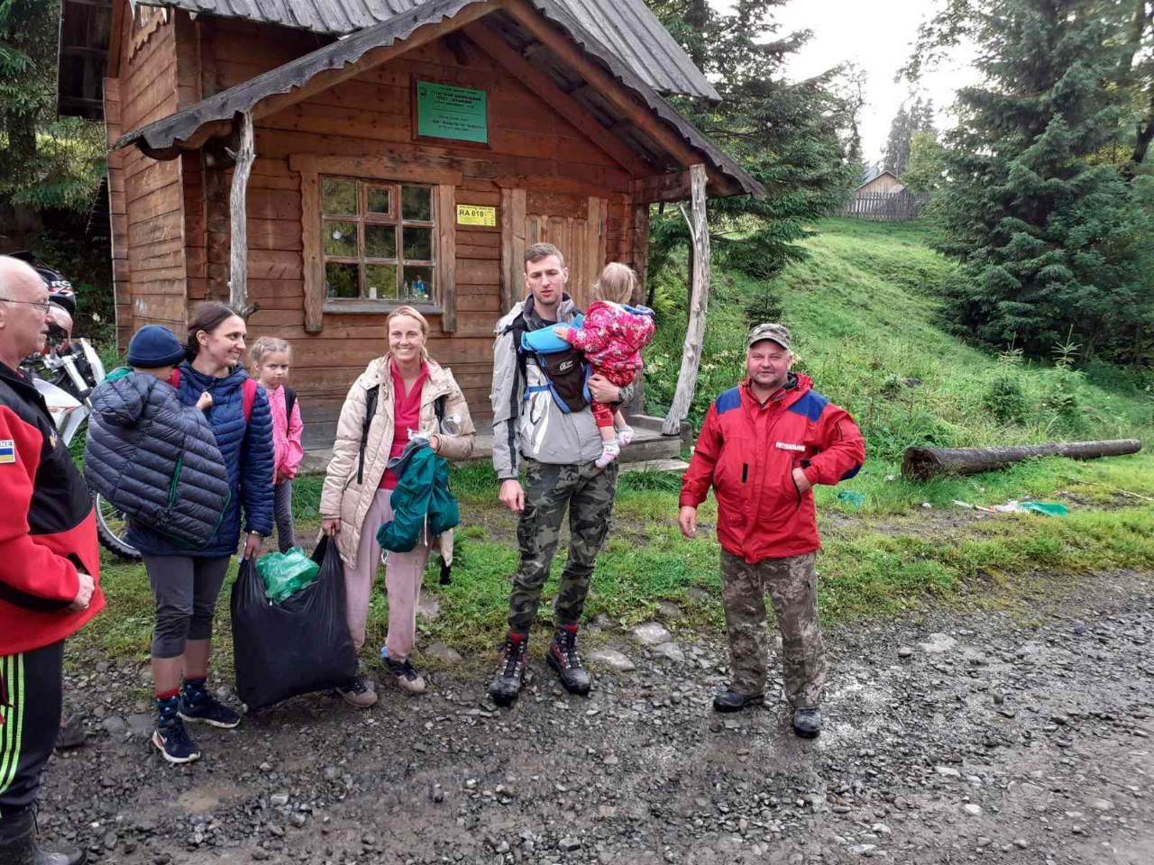 Негода на Говерлі: 13 туристів не можуть спуститися з гори